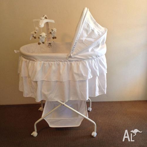 Childcare Comfort Bassinet (Include mattress & mattress
