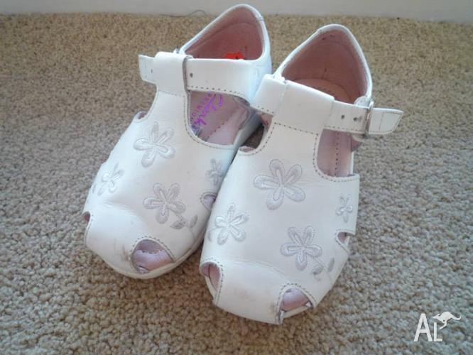 Clarks girls sandals size 7