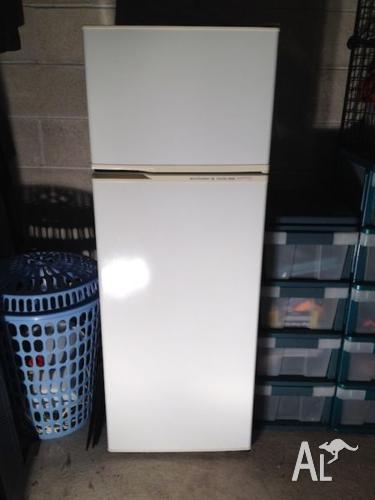 Clean and fully functional - Kelvinator (225L)