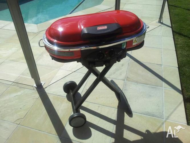 Great portable BBQ with 4 separate cooking plates, great for camping or at home,