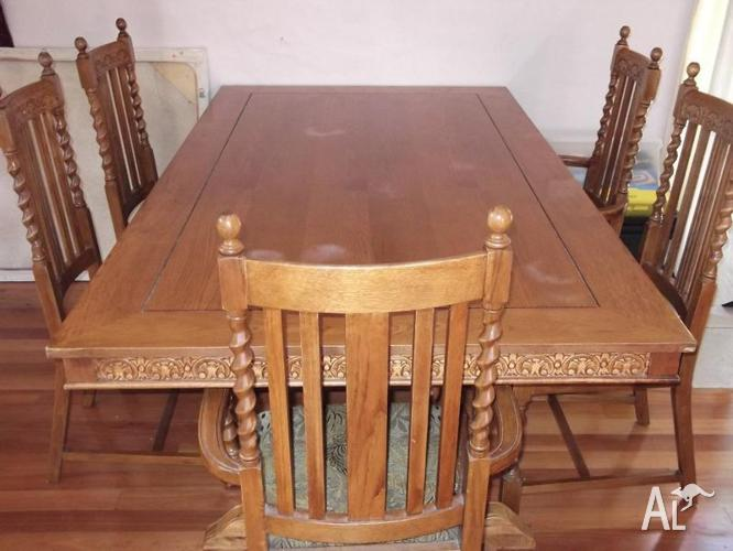 Colonial Style Table and Chairs $295