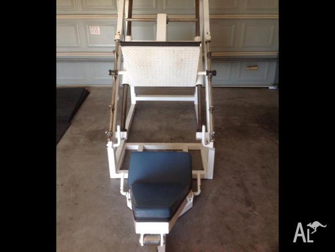 Commercial leg press machine