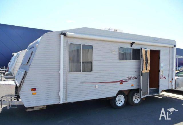 Luxury Bedroom In The Front Sofa And Table Open Up To Make Additional Beds Very Easy Camper To Use With Electric Stabilizing Jacks, Electric Tung Jack, Electric Power Awning! All Can Be Done And Set Up With Remote! Has Built In Surround Sound