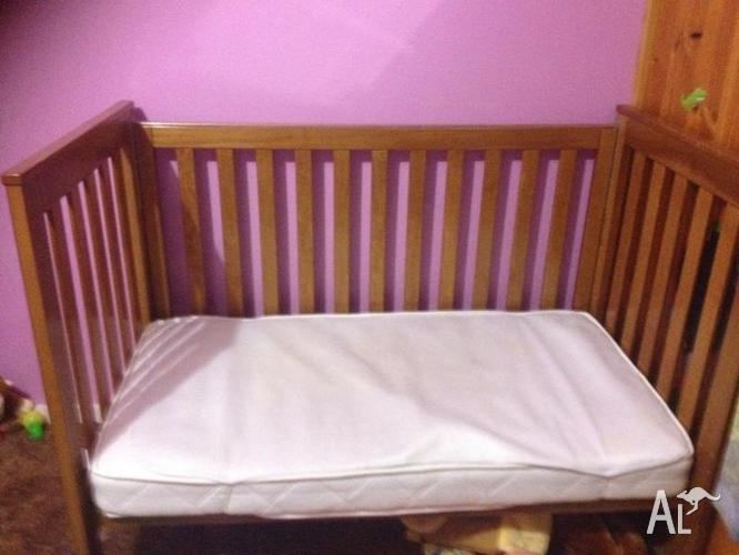 Cot/Toddler bed with mattress