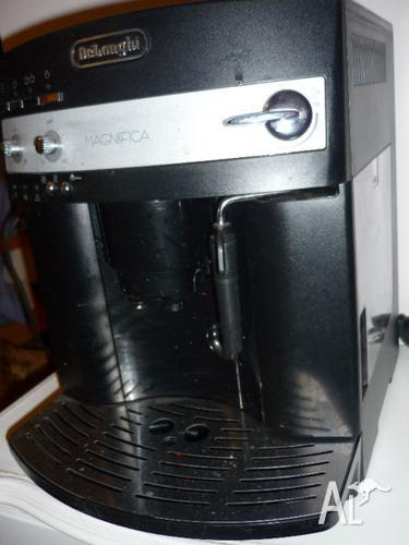 Delonghi Magnifica Coffee Machine - Great Condition