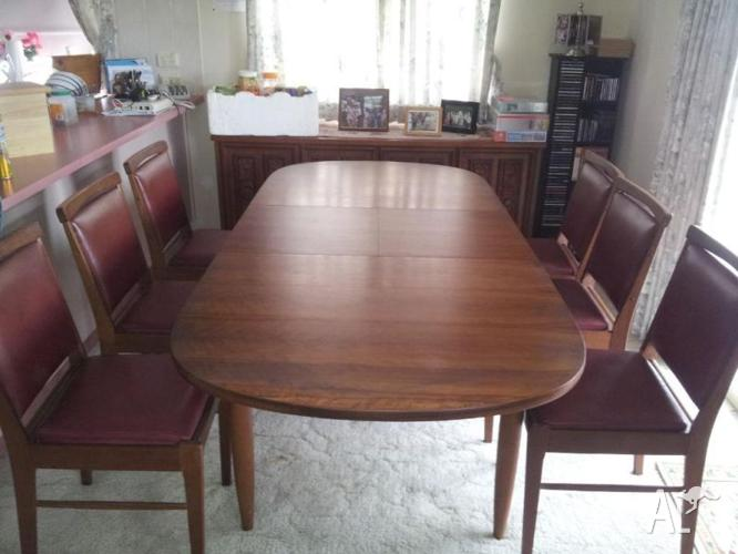 dining table and 6 chairs for sale in biggera waters queensland