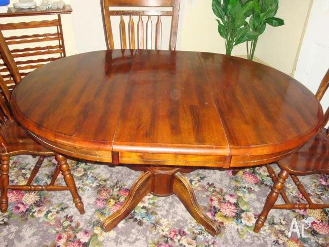 Dining Table Round and extendable