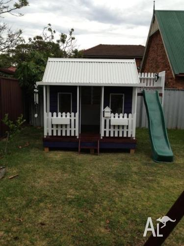 Dream Cubby House with Side Fort, Escape Hatch & Slide