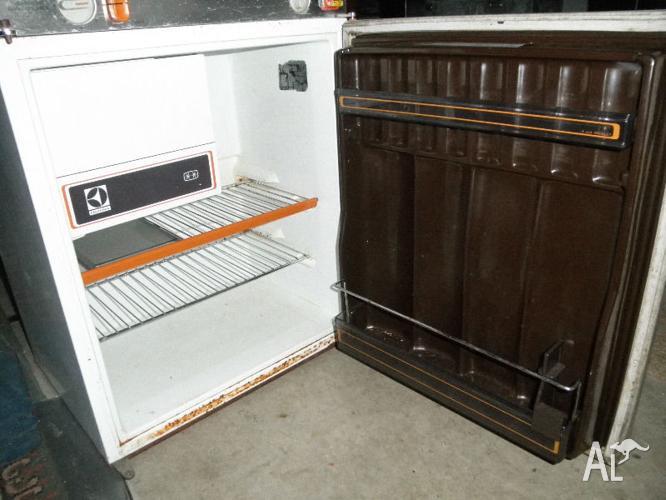 Electrolux 210 3 Way Fridge 240v 12v Lpg Caravan