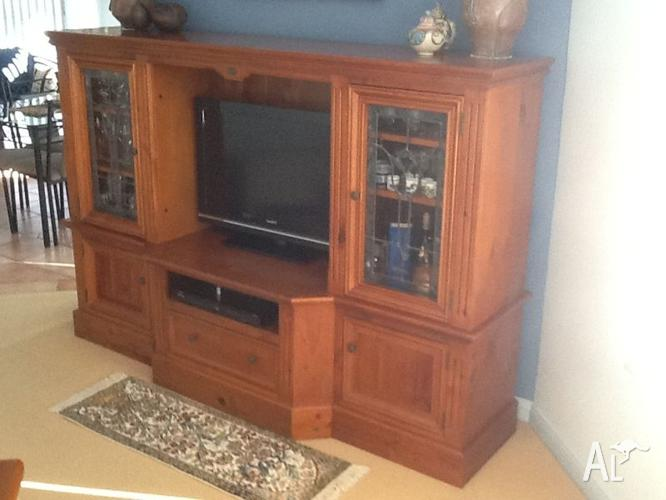 Entertainment Unit Solid Timber with Leadlight glass