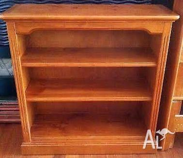 Excellent Condition SOLID PINE Honey Stained BOOKSHELF