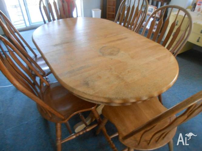 Extendable Wooden Table, Seats 10 people