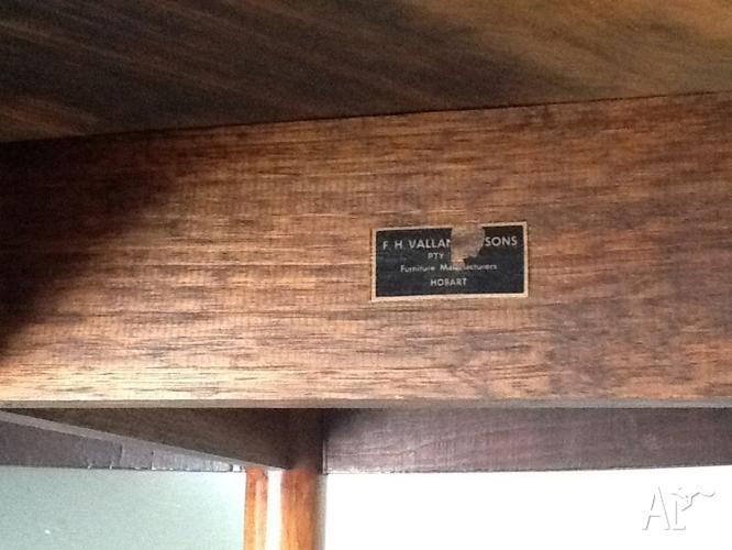 FH Valance Tasmanian Blackwood Dining Table