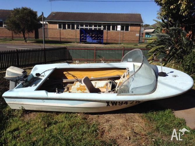 Fibreglass boat,seat 4 adults.