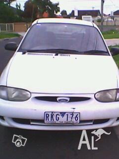 Ford Festiva Trio, 1999 model
