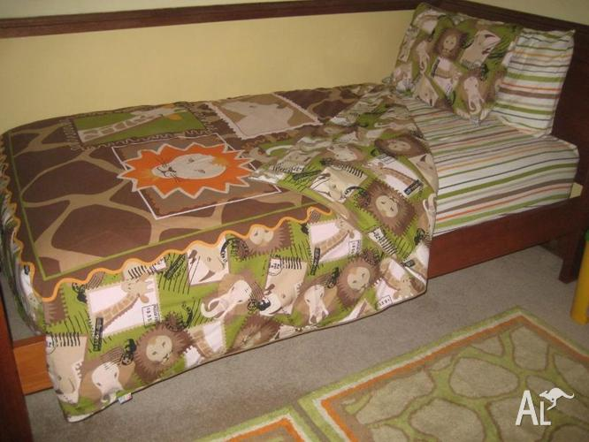 FRECKLES branded DB Quiltcover, KS Sheets, 2 Small Rugs