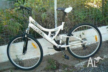 FREE Kent Mountain Bike - Unisex (with helmet)