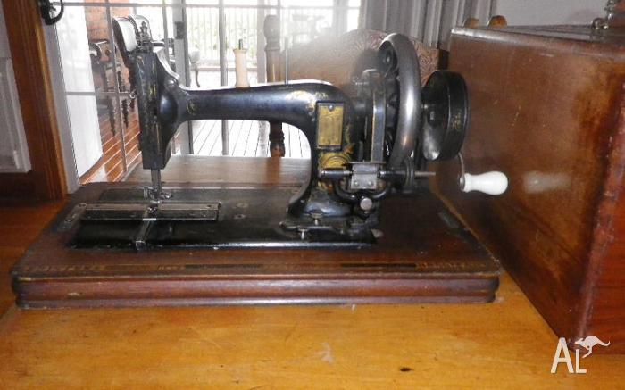 Frister and Rossmann 1896 hand sewing machune with case