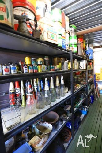 Garagenalia,signs tins bottles tops, Golden Fleece