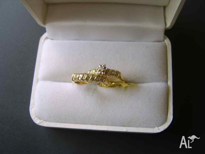 GOLD & DIAMOND WEDDING RING SET, NEVER WORN, STILL WITH