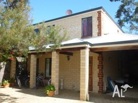 Great 2 storey tuscan style house on small rear block near for Tuscan style homes australia