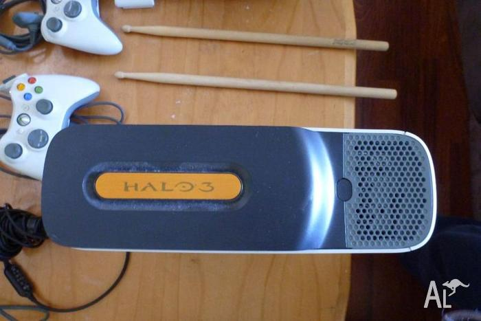 HALO Edition Xbox 360 + lots of assessories