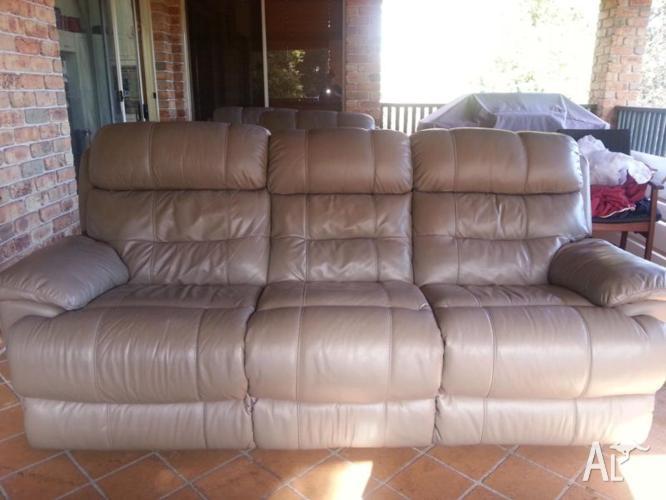 Harvey Norman 'Alpine' Leather Lounge Suite Sofas For Sale