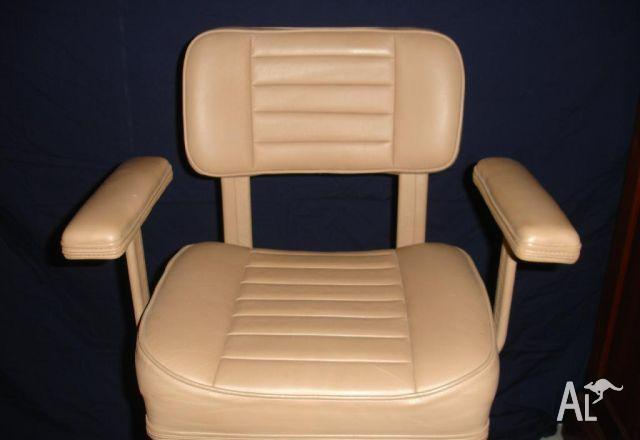 Helm Chair HC1