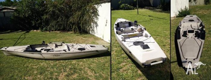 Hobie Pro Angler 14 + Sail Kit + Fish Finder + More