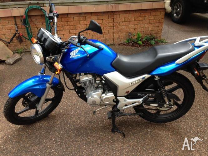 Honda CB125E - Near new - low KM - ideal for learners