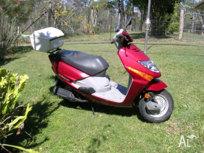 Honda Lead 100 Motor Scooter
