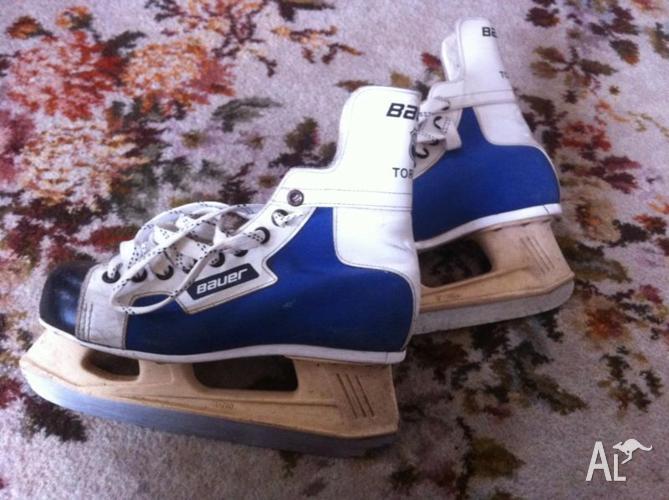 Ice Skates Bauer Vintage retro skates ~ size 8 - made