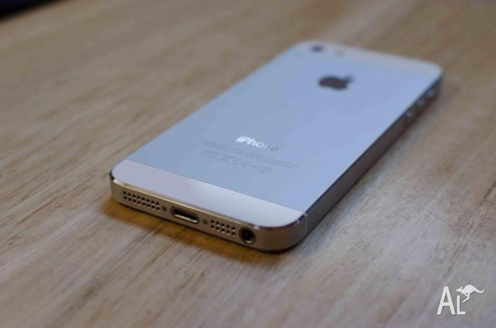 iPhone 5 16GB White with accessories
