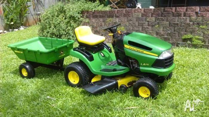 John Deere LA115 ride on mower