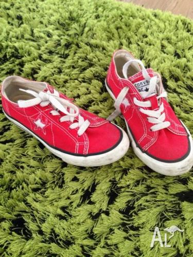kids size US 13 Converse Star RED