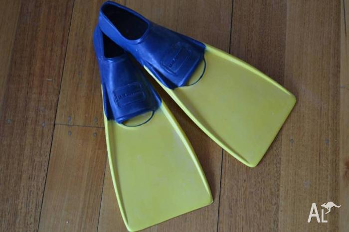 Kids Swimming Flippers - size 8 to 11