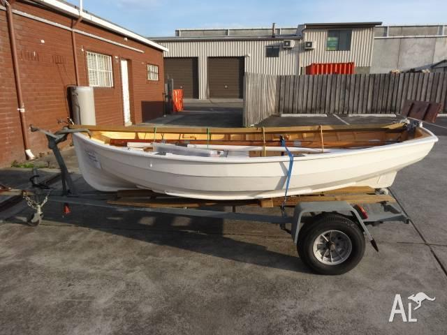KING BILLY PINE DINGHY FOR AUCTION GOWANS AUCTIONS FRI