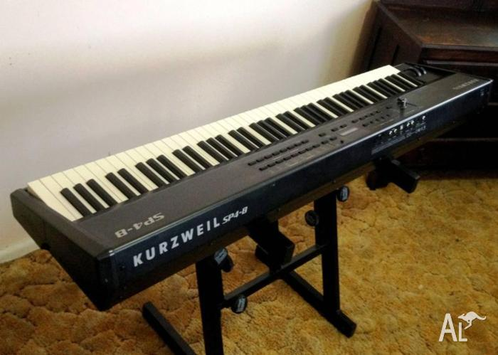 KURZWEIL SP-4 8 STAGE PIANO & FLIGHT CASE