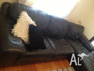 Large Comfortable Pre-Loved Black Leather Chaise Sofa