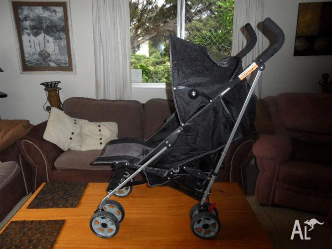LAYBACK STROLLER as new condition spotless Shopping