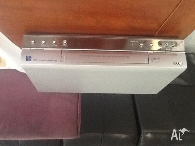 LG VCR PLAYER/ RECORDER NEW CONDITION