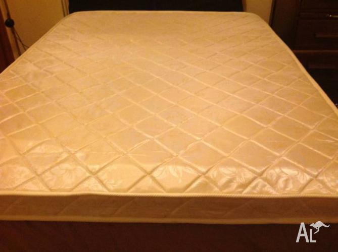 Like New Double Innerspring Mattress, Suitable for