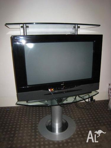 Welp Loewe Aconda ACO9303 30'' CRT Television + Set top box for Sale in JW-26