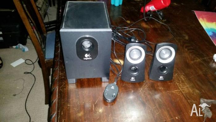 Logitech 2.1 Computer Speakers - Great condition