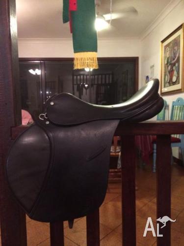 Lovely English Leather AP Saddle 17.5 inch