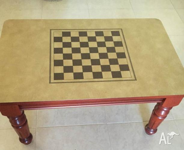 Mahogany Coffee / Drafts / Chess Table