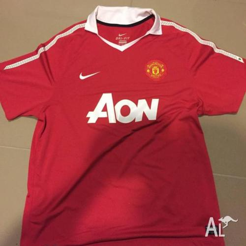 MANCHESTER UNITED SOCCER SHIRT XL. GENUINE FROM UK,