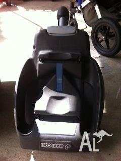 Maxi cosi car seat with click in isofix base for car