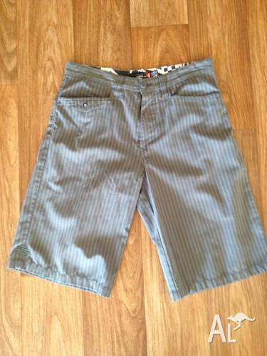 Men's shorts size 32-34 & Abercrombie shirt