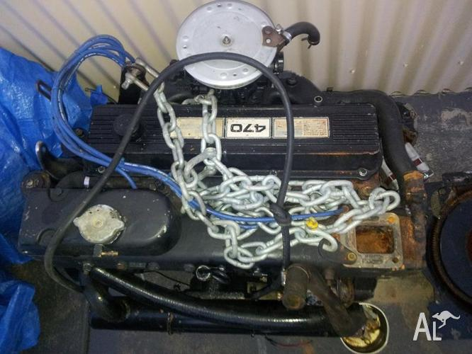 Mercruiser 470 engine with new gearbox, bellows and shift